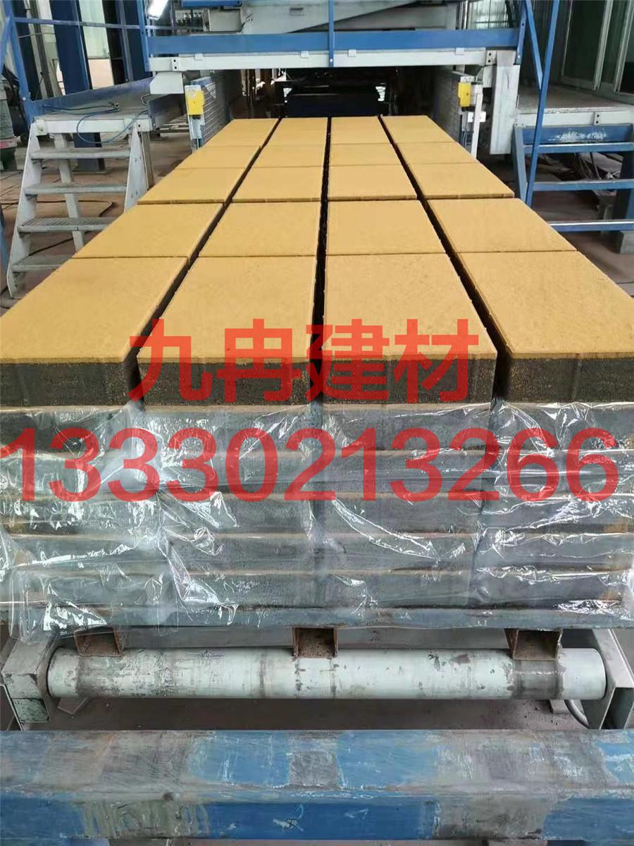 透水砖自动打包生产过程中